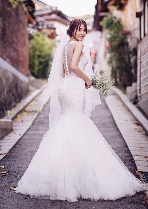 Ngọc Trinh và Linh Chi diện váy cưới sexy khoe vòng 3 căng tròn 8