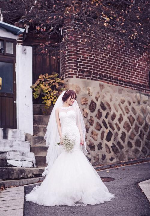 Ngọc Trinh và Linh Chi diện váy cưới sexy khoe vòng 3 căng tròn 10