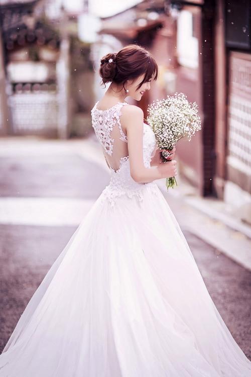 Ngọc Trinh và Linh Chi diện váy cưới sexy khoe vòng 3 căng tròn 6
