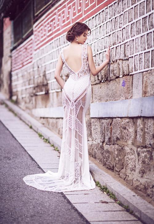 Ngọc Trinh và Linh Chi diện váy cưới sexy khoe vòng 3 căng tròn 3