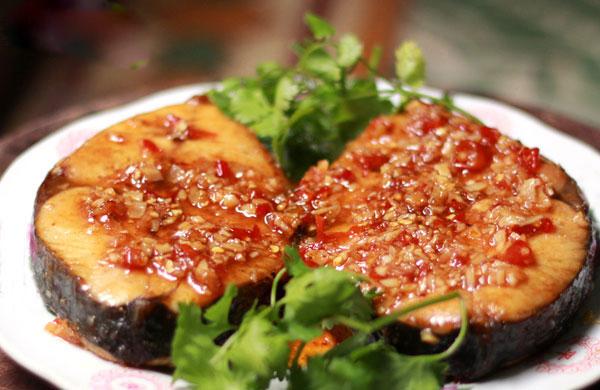 Chế biến cá thu rim tỏi ớt thơm ngon, đưa cơm