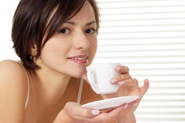 Nguy hại sức khỏe từ việc uống nước sai cách
