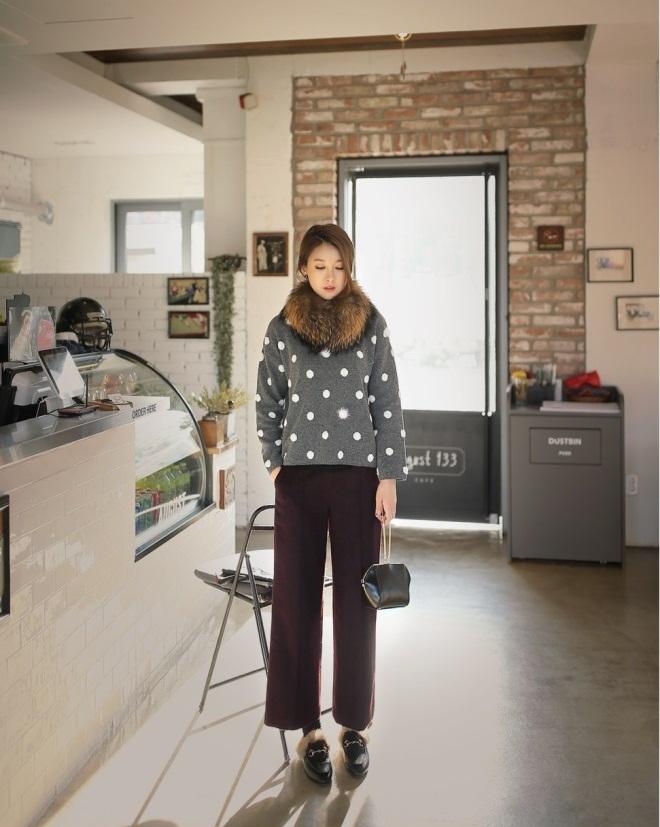 Bạn gái công sở đầu Xuân cùng áo len họa tiết 1