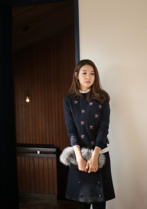 Bạn gái công sở đầu Xuân cùng áo len họa tiết 4
