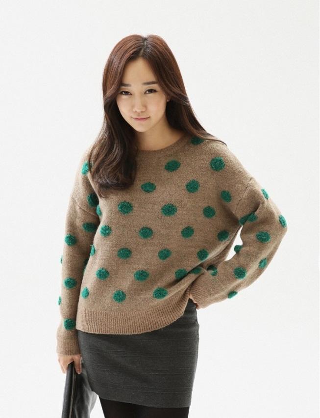 Bạn gái công sở đầu Xuân cùng áo len họa tiết 2