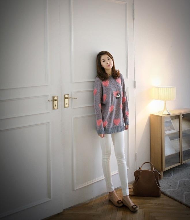 Bạn gái công sở đầu Xuân cùng áo len họa tiết 3