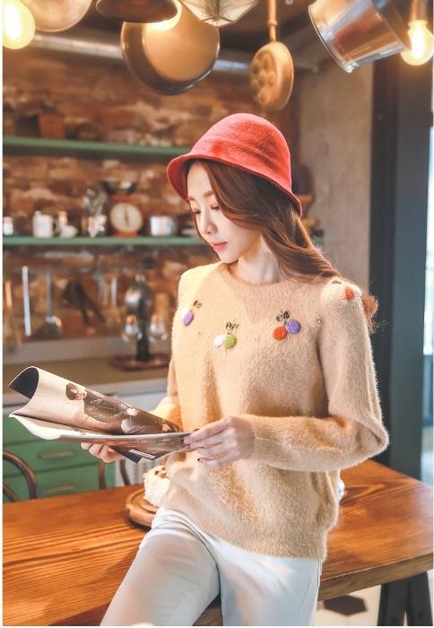Bạn gái công sở đầu Xuân cùng áo len họa tiết 7