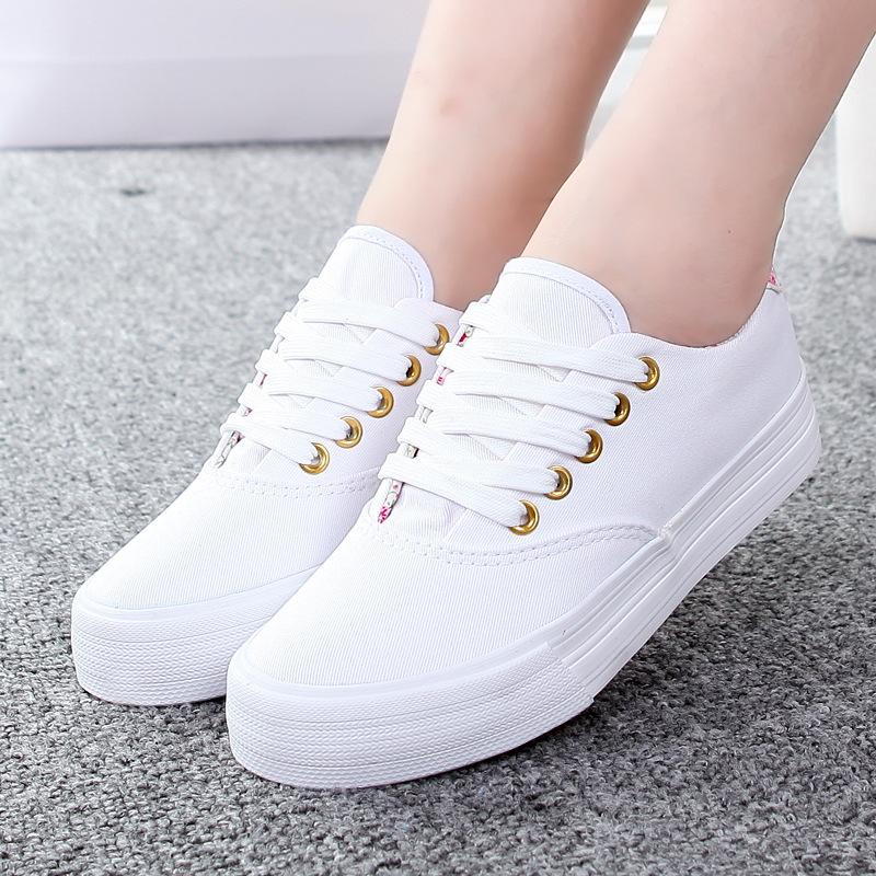 giày dép tuyệt đối không được đi vào trời mưa 3