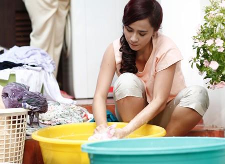 Kết quả hình ảnh cho vợ giặt quần áo