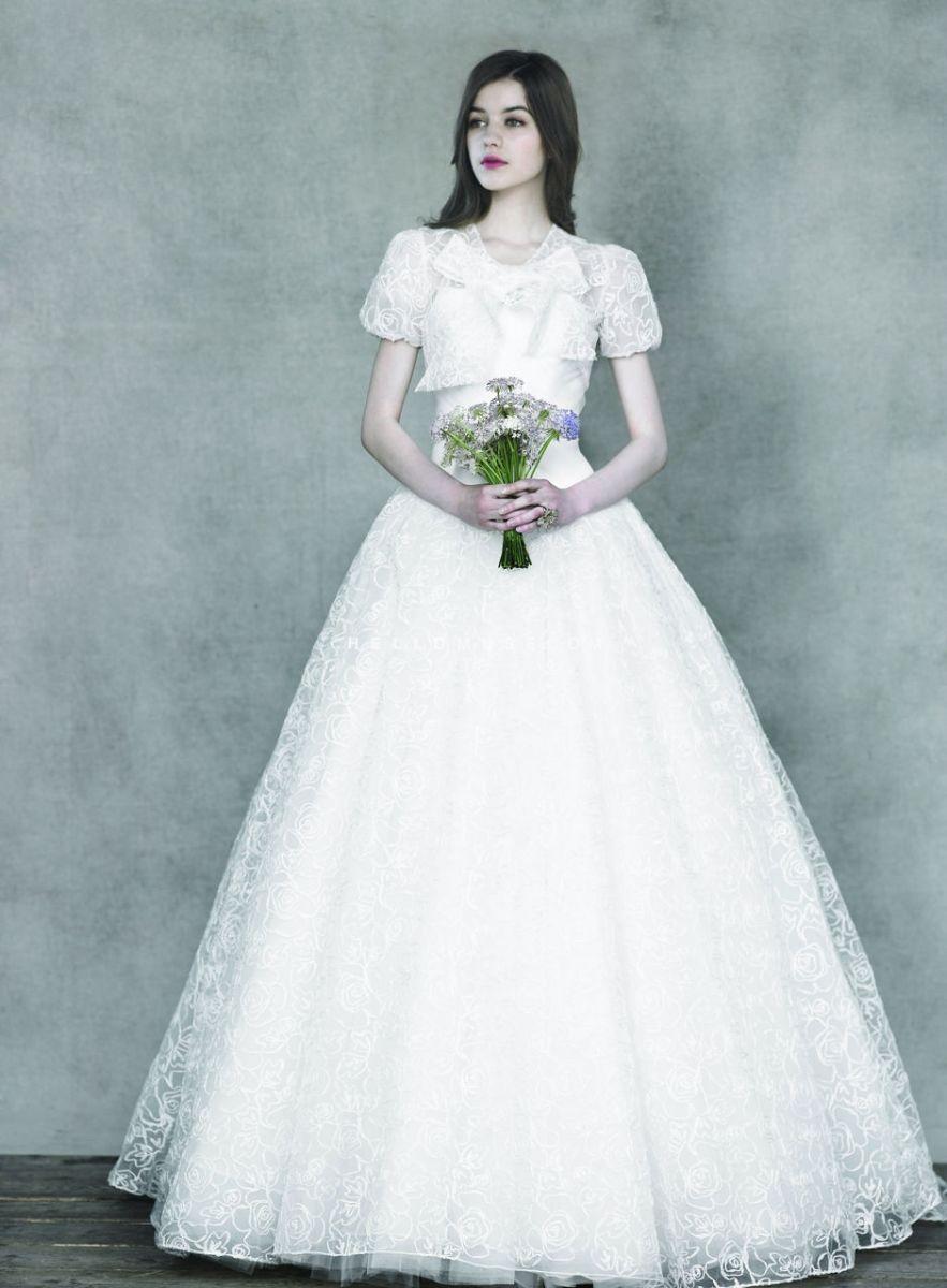 Mùa cưới với mẫu váy cưới 3D đang lộng hành 4