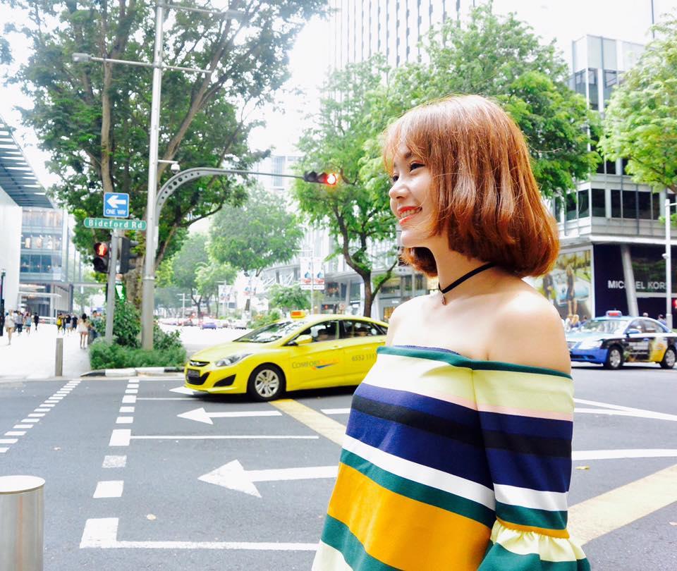 Minh Hằng 'nổi bần bật' trên phố với thời trang sặc sỡ