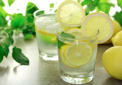 Uống nước chanh vào buổi sáng giúp tăng cường hệ thống miễn dịch