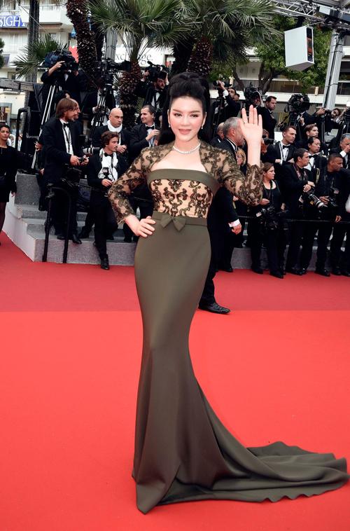 Choáng với hai bộ đầm hàng hiệu của Lý Nhã Kỳ tại Cannes 3