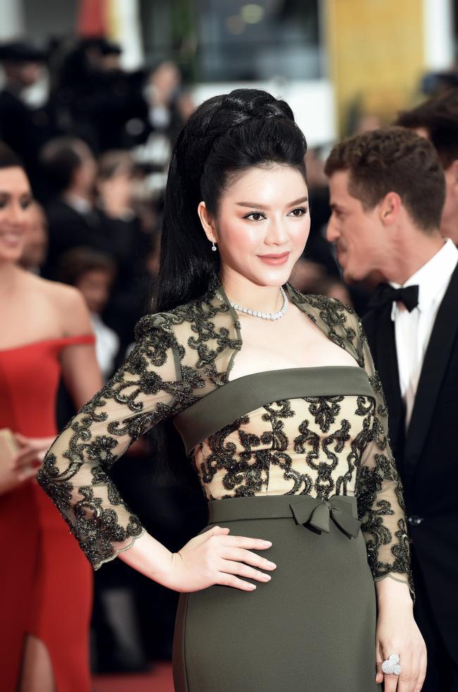 Choáng với hai bộ đầm hàng hiệu của Lý Nhã Kỳ tại Cannes 1
