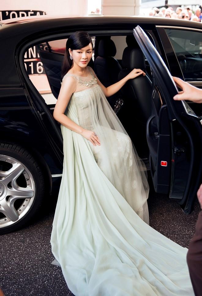 Angela Phương Trinh, Lý Nhã Kỳ mặc đẹp nhất tuần qua 2