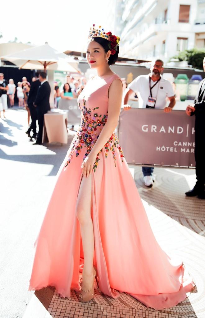 Angela Phương Trinh, Lý Nhã Kỳ mặc đẹp nhất tuần qua 3