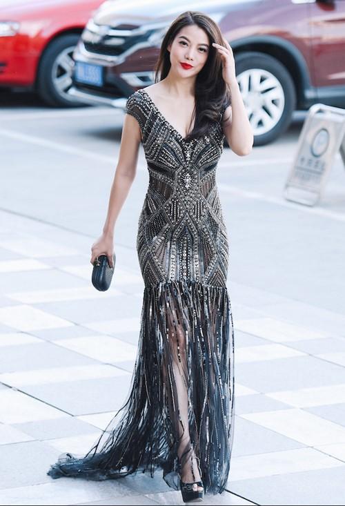 Angela Phương Trinh, Lý Nhã Kỳ mặc đẹp nhất tuần qua 5