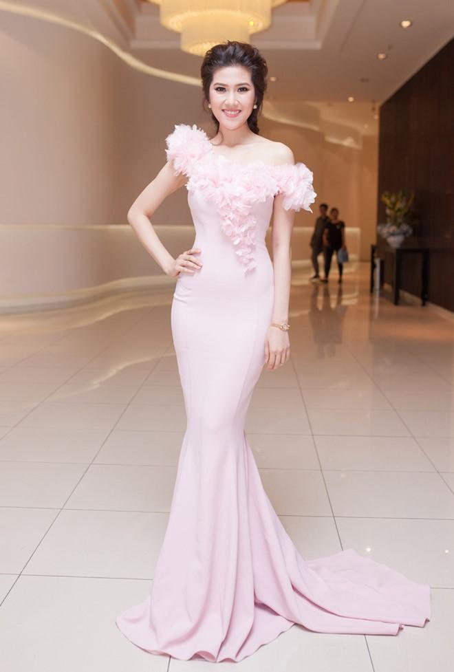 Angela Phương Trinh, Lý Nhã Kỳ mặc đẹp nhất tuần qua 6