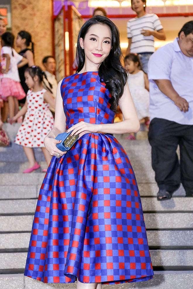 Angela Phương Trinh, Lý Nhã Kỳ mặc đẹp nhất tuần qua 7