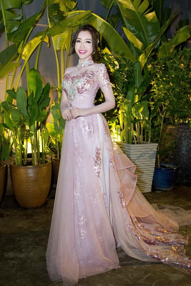 Angela Phương Trinh, Lý Nhã Kỳ mặc đẹp nhất tuần qua 8