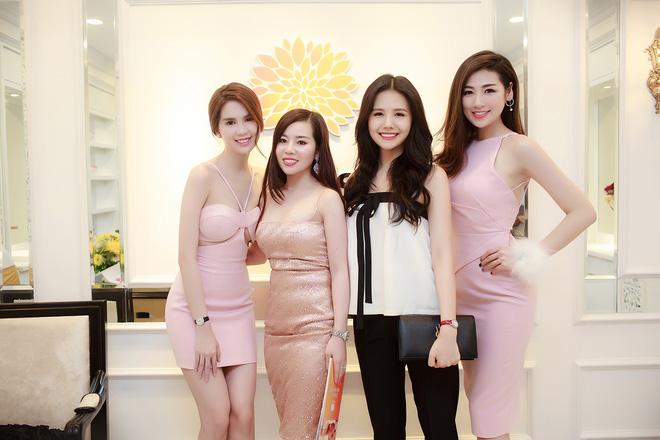 Ngọc Trinh diện hai phong cách thời trang trái ngược ở Bắc Ninh 9