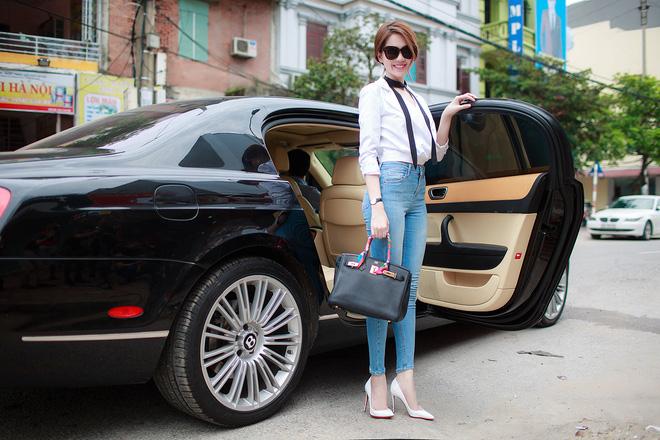 Ngọc Trinh diện hai phong cách thời trang trái ngược ở Bắc Ninh 2