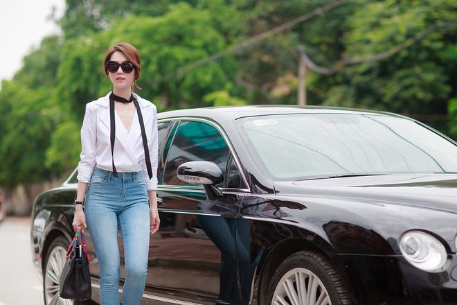 Ngọc Trinh diện hai phong cách thời trang trái ngược ở Bắc Ninh 4