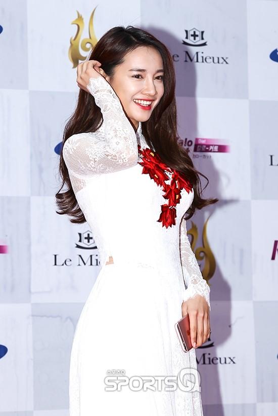 Ngắm phong cách thời trang đẹp lung linh của Nhã Phương tại Hàn Quốc
