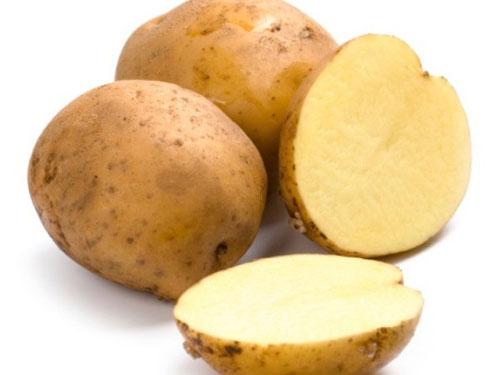 Một cách lột mụn đầu đen ở mũi hiệu quả khác là sử dụng khoai tây