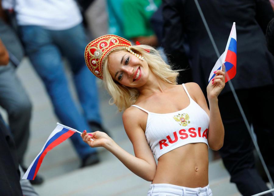 Những cô gái Nga có nhan sắc nổi bần bật tại lễ khai mạc World Cup 2018