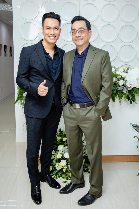 NSND Hoàng Dũng cũng đến chia vui với 'con trai Phan Hải'.