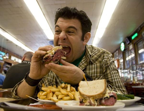 Ăn vừa đủ, không nên ăn quá nhiều và quá no.