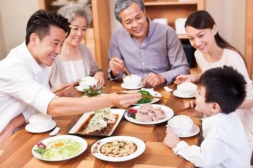Nên ăn ít chất béo, dầu mỡ, các chất chứa nhiều canxi và khó tiêu.