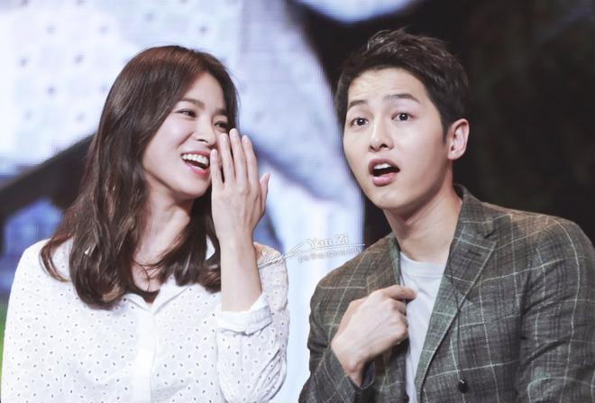 Cô luôn xuất hiện với khuôn mặt rạng rỡ cùng sự hạnh phúc và tự hào khi sánh bước bên người chồng của mình.